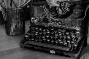 typewriter-669353_1920
